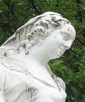 Fast ein Engel - im Park in Trier