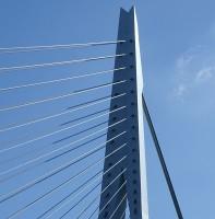 Der Pylon der Erasmusbrücke in Rotterdam