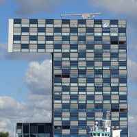 Gebäude wie ein Kranhaus in Rotterdam
